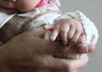 畸形婴儿 有数小孩出生有12个手指